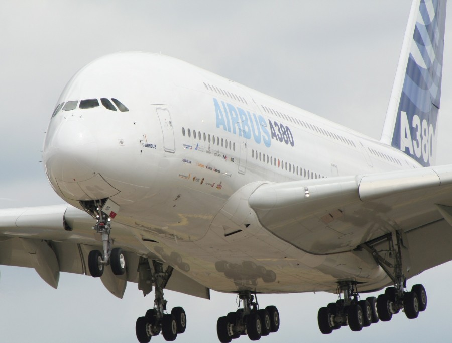 airplane-749544_1920